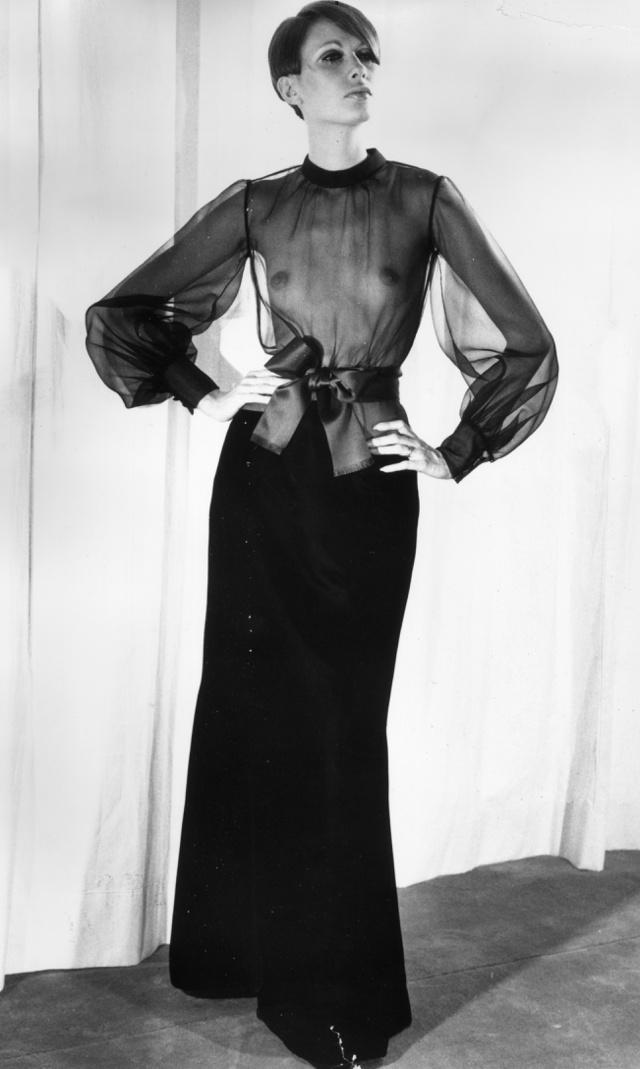 Mellvillantós ruha az Yves Saint Laurent 1968-as őszi-téli kollekciójában.