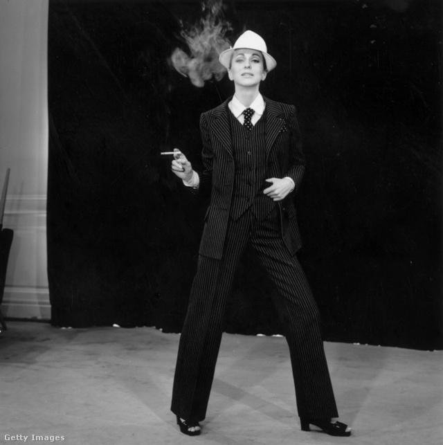 Az Yves Saint Laurent féle nadrágkosztüm évtizedek óta a női ruhatár egyik alapdarabja.