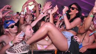 Erre lehet számítani, ha Rihanna elmegy egy fesztiválra
