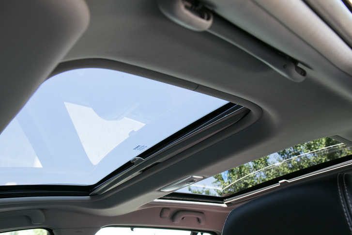 Főleg a hátsó ülésről élmény az üvegtető