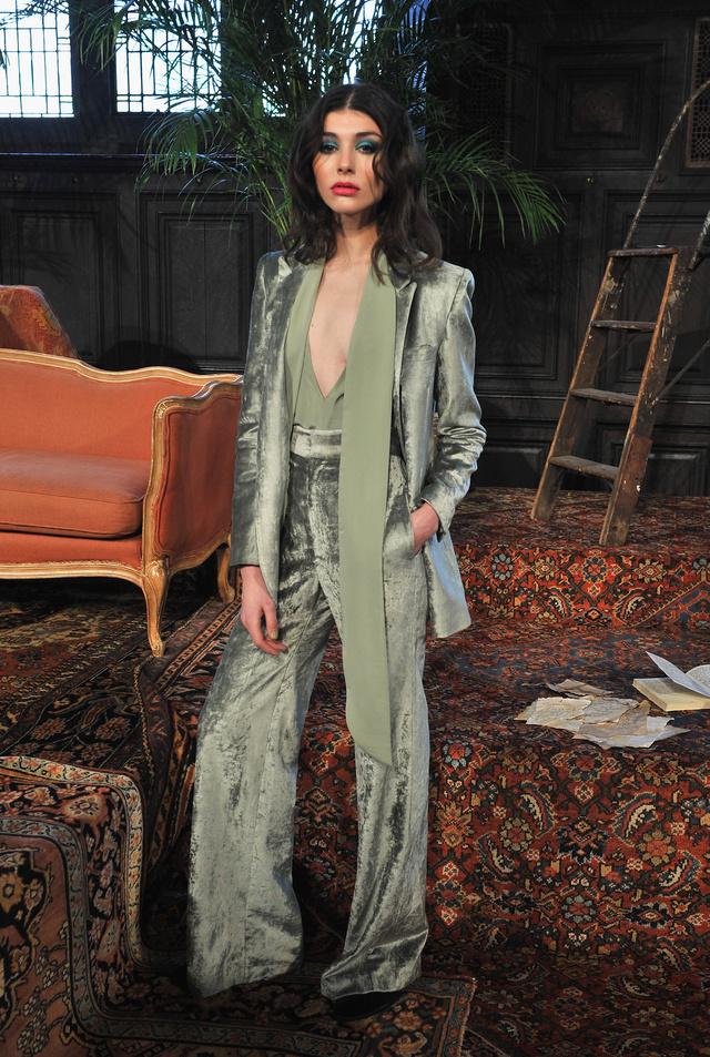 A hetvenes évek stílusát idézi ez a Mara Hoffman nadrágkosztüm, ami az egyik kedvencünk az összeállításból.