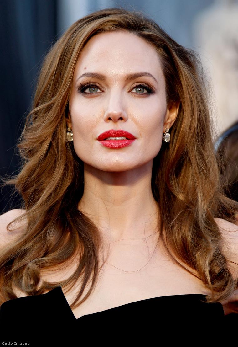 Ez az igazi, vagy a viasz Angelina Jolie?