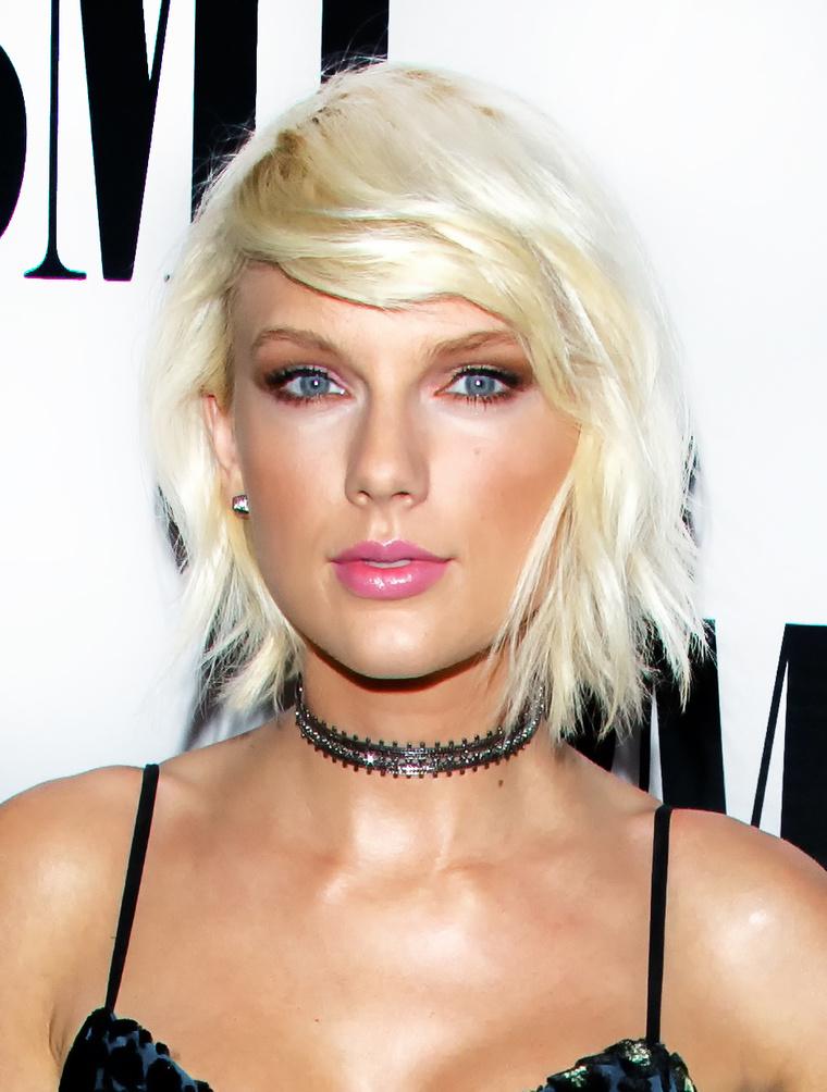 Végül pedig: az igazi vagy a vaisz Taylor Swiftet látja?