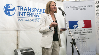 A magyar fiatalok fele szerint minden politikus korrupt
