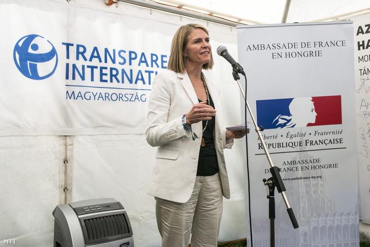 Colleen Bell az Egyesült Államok budapesti nagykövete a Transparency International Magyarország Korrupcióérzékelés és médiahasználat a magyar fiatalok körében címmel tartott sajtótájékoztatóján a 24. Sziget fesztivál elsõ napján 2016. augusztus 12-én.
