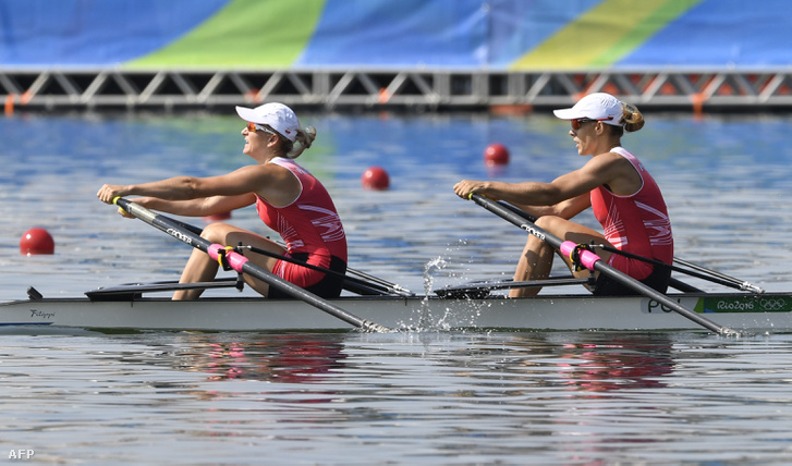 Magdalena Fularczyk-Kozlowska és Natalia Madaj női kétpárevezős elődöntéjében, 2016. augusztus 9-én. A páros első helyen végzett.