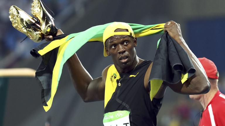 Usain Bolt hétszeres olimpiai bajnok, melldöngetve nyert százon