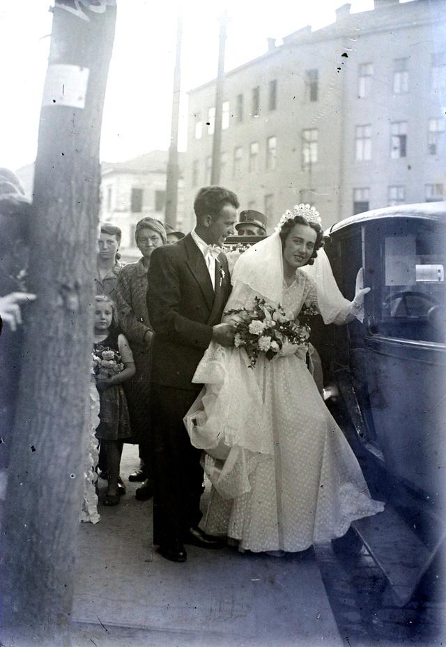 Kálvin tér a református templomtól a Vámház körút irányába nézve, háttérben a Királyi Pál utca torkolata, 1946