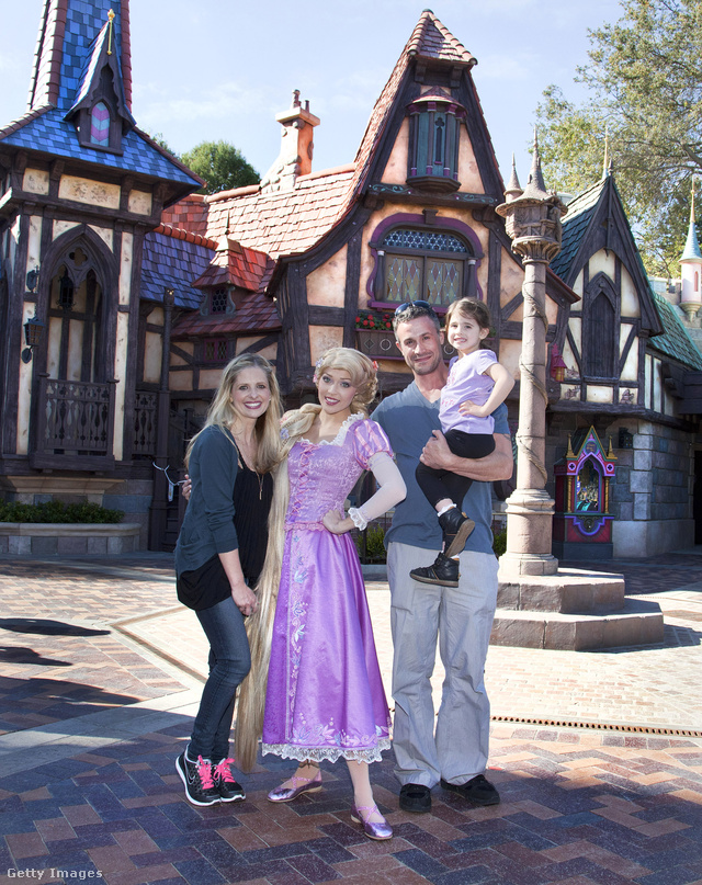 Sarah Michelle Gellar, Freddie Prinze Jr. és lányuk, Charlotte