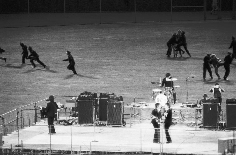 66-ban a Beatles már nem tudott mindenütt teltházas koncerteket produkálni, még a Shea Stadiumban sem, ahol kevesebben voltak rájuk kíváncsiak, mint egy évvel korábban. Számos szék maradt üresen a San Franciscó-i Candlestick Parkban is, ahol augusztus 29-én a turnét zárta a zenekar, a képen a színpad felé rohanó rajongók és a rendőrök szokásos kergetőzése látszik a háttérben. A tagok már előtte eldöntötték, hogy nemcsak a turnét zárják le itt, de a koncertezést is. Hideg, ködös és szeles este volt, a Beatles a szokásos műsorát játszotta: tizenegy dal, fél óra, sehol nem voltak még akkor a több órás megakoncertek. A koncertet felvette Tony Barrow, a zenekar sajtósa, és ez később kalózfelvételként el is terjedt. Ez volt a dalsorrend:                           Rock And Roll Music                          She's A Woman                          If I Needed Someone                         Day Tripper                         Baby's In Black                         I Feel Fine                         Yesterday                         I Wanna Be Your Man                          Nowhere Man                          Paperback Writer                          Long Tall Sally                          A koncert után a Beatles hazarepült, és a tagok végre kaptak három hónap szabadságot. Epsteinnek ezalatt többször is cáfolnia kellett a zenekar feloszlásáról szóló híreket, melyek valóban nem voltak igazak, az viszont igen, hogy a Beatles innentől fogva már nem volt többé a régi értelemben vett zenekar, hanem egy stúdióprojekt. Utóbbinak viszont ugyanolyan úttörő jelentőségű, mint előtte.