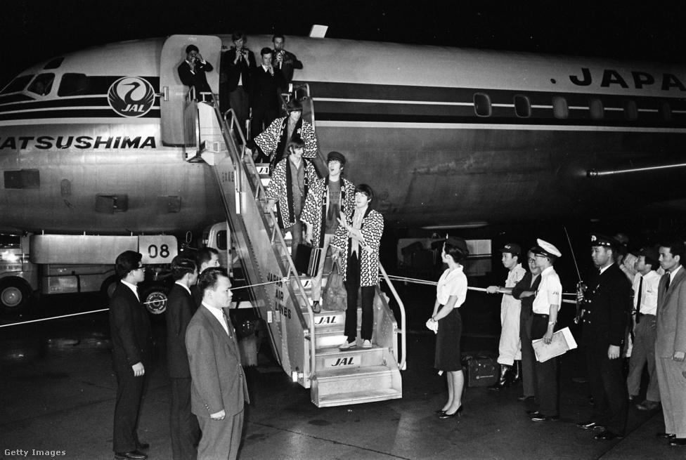 A Beatles Tokióba érkezik 1966. június 29-én. Ez a rövid távol-keleti turné újabb érv volt a koncertezés befejezése mellett: Tokióban a Nippon Budokan sportcsarnokban léptek fel, melyet a japán harcművészetek szentélyének tartottak sokan, ezért a zenekar halálos fenyegetéseket kapott, és rohamrendőrök vigyázták minden lépésüket az országban. De az igazi megpróbáltatások a Fülöp-szigeteken érték őket, ahol Brian Epstein visszautasította a diktátorfeleség, Imelda Marcos meghívását a reggeli fogadására, melyet a helyiek hallatlan udvariatlanságnak tekintettek, és az utolsó napra el is tűnt a Beatles mellé rendelt védőőrizet, miközben fegyveres filippínók fenyegették őket a reptéren. A zenekar és kísérete halálfélelemben vergődött el a repülőjükig, de előtte néhányukat meg is verték.