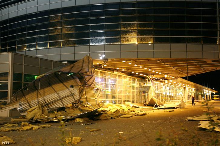 A szél erejét mutatja, hogy a 2006-os viharban leszakadt a népligeti autóbusz-pályaudvar teteje.
