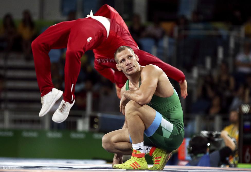 Lőrincz Viktor nem érti. A kötöttfogású birkózók 85 kg-os súlycsoportjában a bírók úgy fújtak, hogy végül intésekkel a német Denis Kudlaé lett a bronzérem.