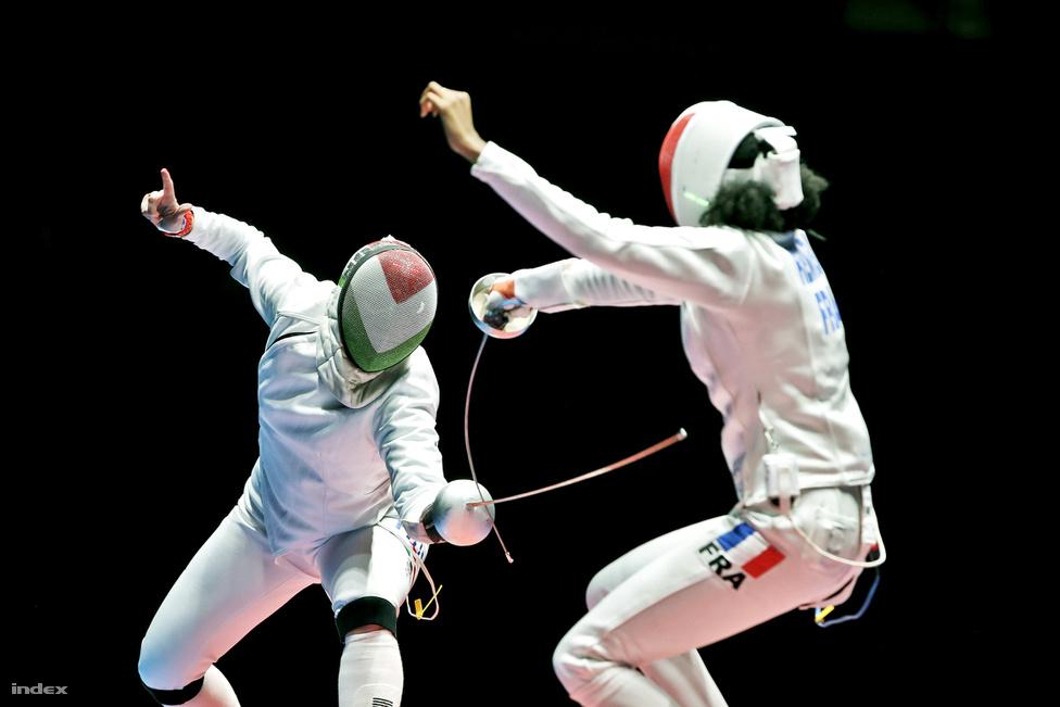 Szász Emese útban az olimpiai bajnok cím felé. Magyarország első aranyérmét női prábajtőr egyéniben nyertük. Szész az elődöntőben a francia Lauren Rembit győzte le.