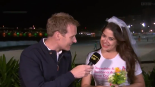 Nem csak a háttérben szexelő pár zavarta meg az olimpiai tudósítást