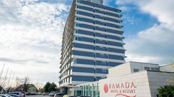 Devizahitel miatt adták el Mészáros Lőrincnek a balatonalmádi Ramada hotelt