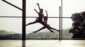 Balettórák lövedékzáporban