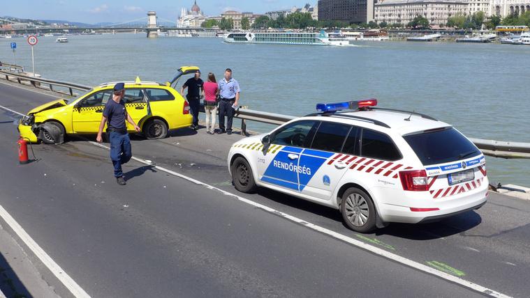 Taxist üldöztek a rendőrök a belvárosban