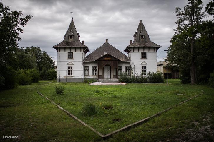 Kastély Sajóörösön, ahol Mengyi a gyerekkorát töltötte