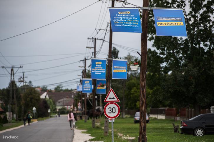 Borsod megyét is ellepték a kormány migrációellenes plakátjai