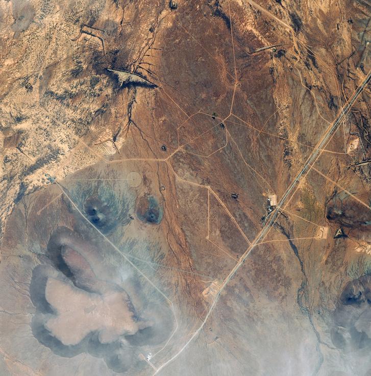 Ausztráliában, Carnarvon közelében felállított antennák. A kutatás célja minél többet megtudni az univerzum történetéről és működéséről