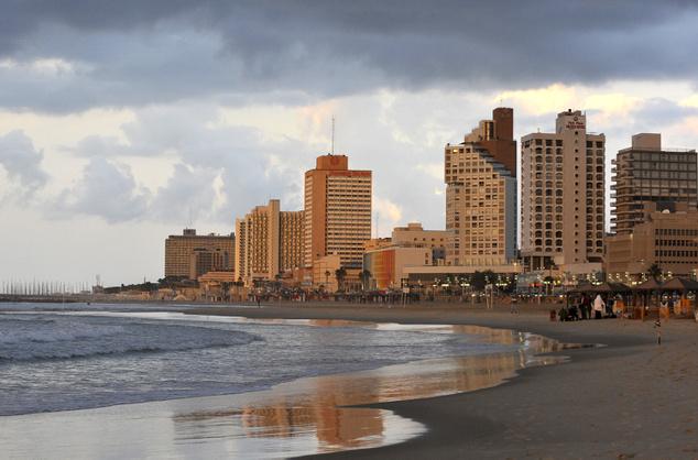 Tel-Avivban strandolni menő