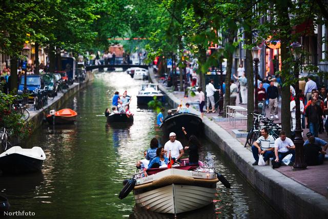 Csónakázók Amszterdamban