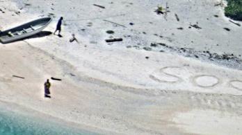 SOS-t írtak a homokba a hajótöröttek, ez mentette meg őket