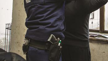 Elvette egy rendőr pisztolyát egy afgán menekült Szegeden