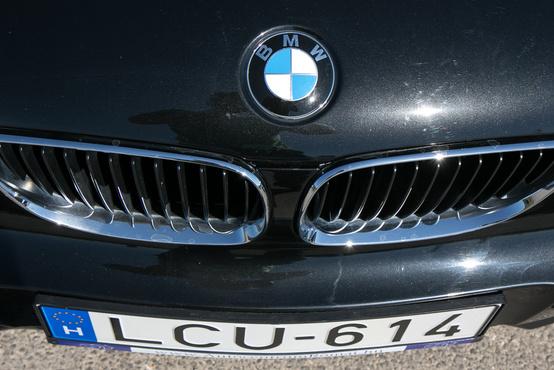 Valahol itt kezdett orrlyukká mutálódni a BMW-vese