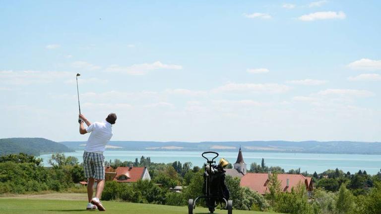 Golf a Balatonnál: nem csak a sznobok sportja