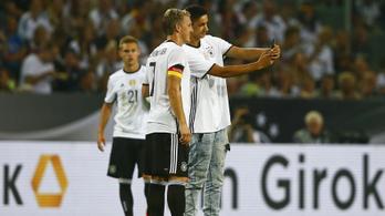 Drukkerszelfivel és könnyekkel búcsúzott Schweinsteiger