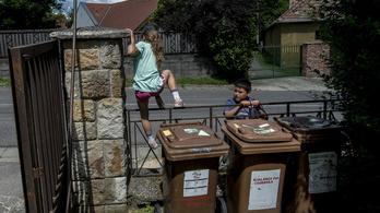 Utolsó pillanatig szórakoztak a csobánkai roma gyerekekkel
