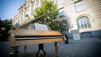 Ön kipróbálta már a zongorákat a Zeneakadémia előtt?