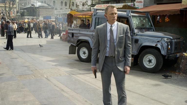 James Bondnak meg kell halnia