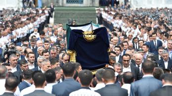 Eltemették az üzbég diktátort