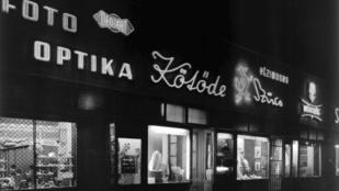 A 60-as években még ezek a gyönyörű neonreklámok világítottak a Deáknál