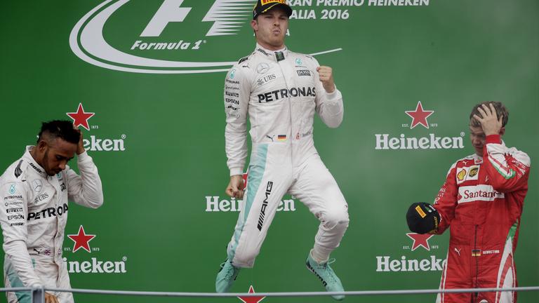 Hamilton tálcán adta oda Monzát Rosbergnek