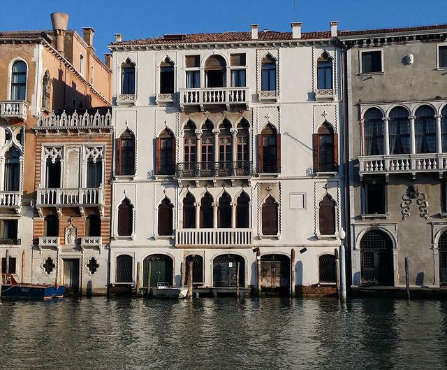 Velence egyik leghíresebb utcáján található az ingatlan.