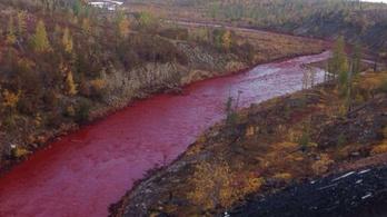 Vérvörös lett egy oroszországi folyó