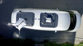 Drónnal felturbózott teherautót mutatott be a Mercedes