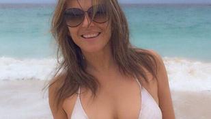 Íme, az 51 éves Elizabeth Hurley bikinis teste