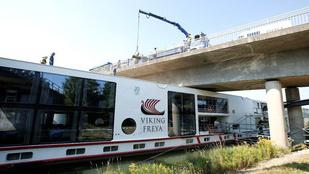 Két magyar halt meg egy hídnak ütköző szállodahajón Németországban