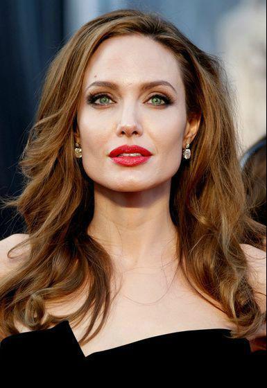 Angelina Jolie tényleg zöld szemű?