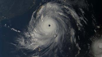 A hurrikán szeme Itbayatra néz
