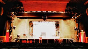 Tudja, melyik színházunk működik egy régi fogadó helyén?