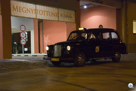 Sose gondoltam volna, hogy egyszer még londoni taxi tesz le az irodánk előtt