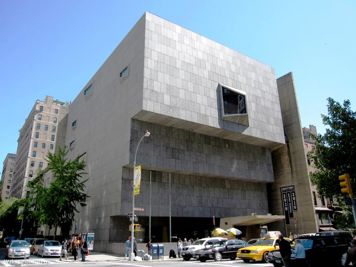 A Breuer Marcell tervezte, 1966-ban épült Whitney Museum of American. Ma MET Breuer