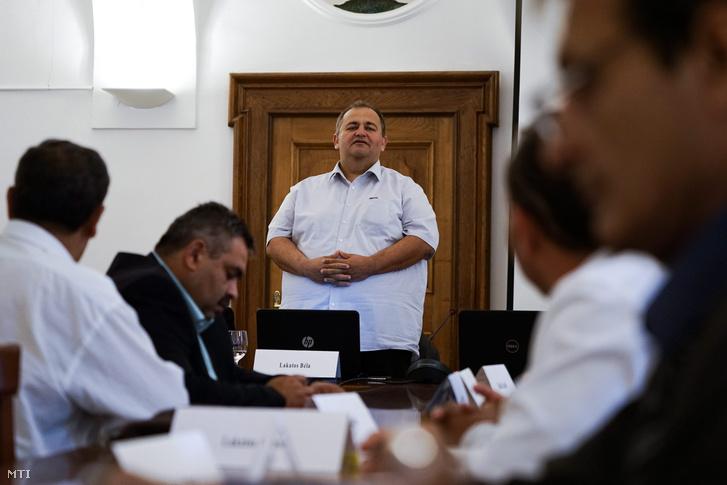 Lakatos Béla Ács polgármestere beszél az I. Országos roma polgármesteri konferencián Budapesten 2015. május 28-án.
