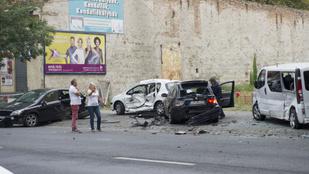 Hat kocsit zúzott le egy ámokfutó Mercis a Baross utcában
